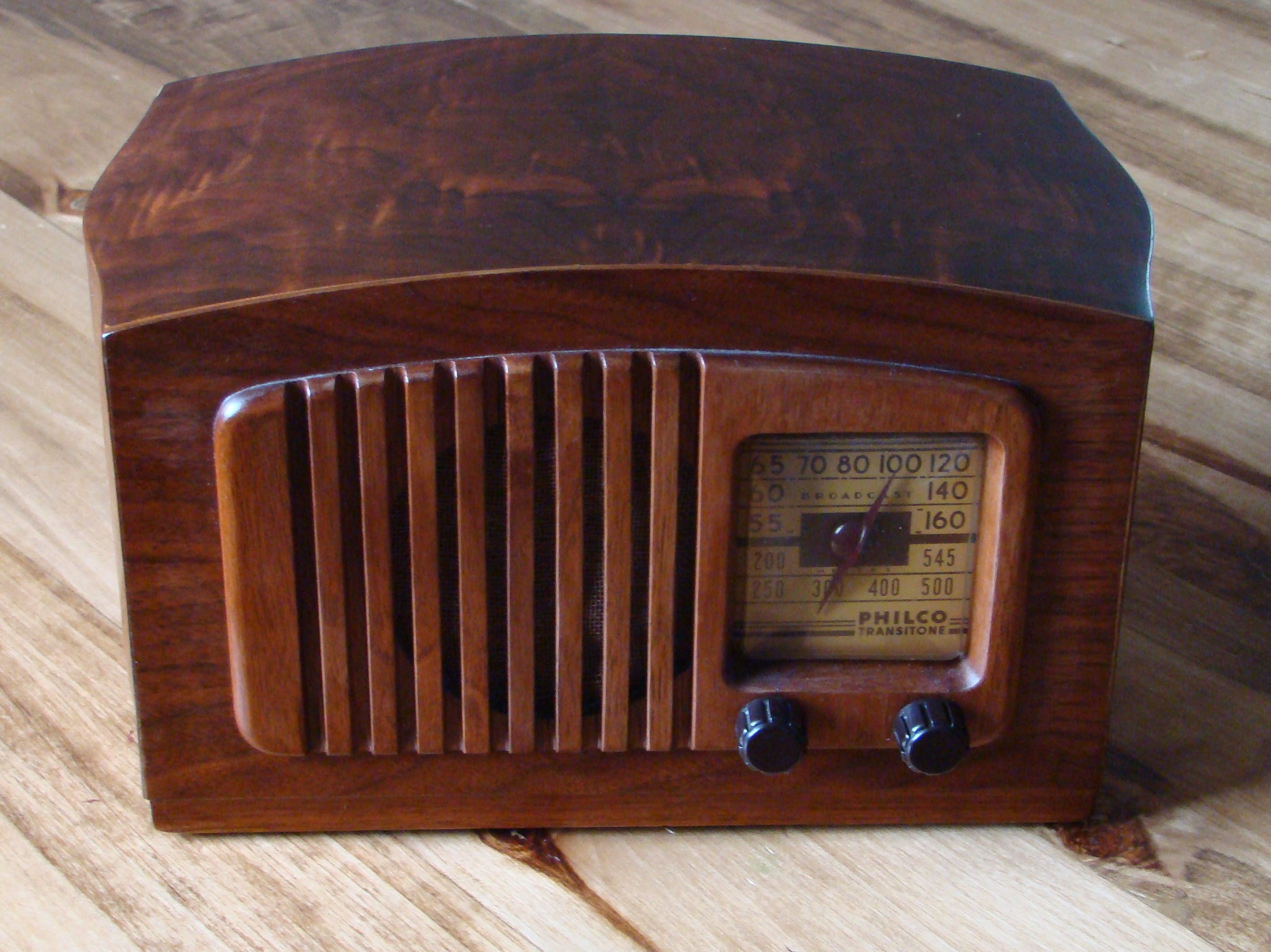 http://www.thecitizen.in/NewsImages/618639Philco_radio_model_PT44_front.jpg