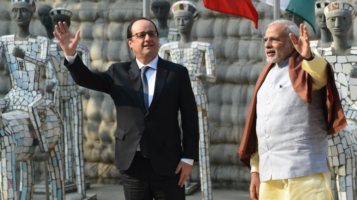 NewsImages/825449hollande-modi-chandigarh.jpg